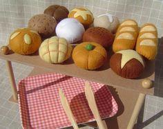 Panets per la fireta via yummy! Diy Play Kitchen, Toy Kitchen, Felt Crafts, Diy And Crafts, Crafts For Kids, Felt Food Patterns, Felt Play Food, Felt Quiet Books, Stone Crafts
