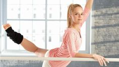 Lose Fat - If youre trying to burn calories and lose fat while also sculpting your body, give one of these at-home barre workouts that burn fat a try! - Do this simple 2 -minute ritual to lose 1 pound of belly fat every 72 hours Barre Moves, Barre Exercises At Home, Barre Workouts, At Home Workouts, Fitness Exercises, Workout Tips, Workout Plans, Workout Videos, Fat Burning Tips