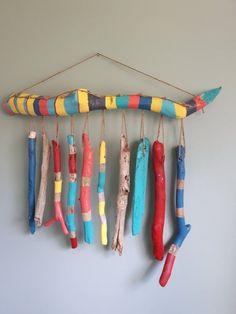 Painted Driftwood Wallhanging/ Windchime - Diy Home Decor Painted Driftwood, Driftwood Crafts, Beach Crafts, Diy And Crafts, Kids Crafts, Ideas Cabaña, Room Ideas, Craft Ideas, Stick Art