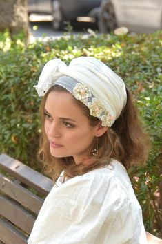 👌🌷🌻Quick, comfortable Lovely accessorize! #ticheloftheday #tichel #tichels #headcoveringmovement #headcovering #headscarf #veil #vintagefashionchallenge #vintage #snood #headpiece #doityourself #Inspire #Turban #beautiful #beauty #makeup #fashion #style #love #jewish #judaic #judaism #volumizer #hebrew #ashkenazi #flower #hijab #religious #israel
