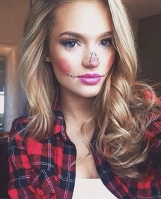 Scarecrow Easy and fun ways to enhance a simple Halloween costume with makeup! The post Scarecrow appeared first on Halloween Makeup. Halloween Costumes For Work, Looks Halloween, Halloween 2017, Happy Halloween, Halloween Party, Halloween Scarecrow, Halloween Costumes Scarecrow, Easy Halloween Makeup, Zombie Costumes