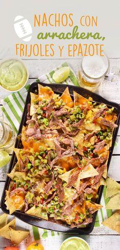 Estos nachos son la mejor opción para esas reuniones entre amigos, muy fácil de preparar son ideales para compartir con todos tus amigos, disfruta de esta receta que sin duda te sacará de cualquier apuro.