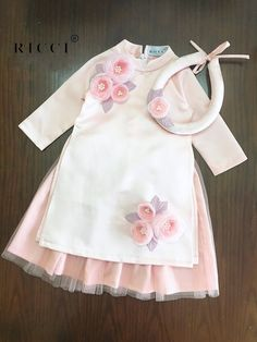 ideas sewing baby girl dress outfit for 2019 Sewing Baby Clothes, Baby Sewing, Dress Sewing, Cute Kids Fashion, Girl Fashion, Little Girl Dresses, Girls Dresses, Vintage Baby Dresses, Dress Girl