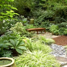 good mix of plantings, gravel, mulch and pavers