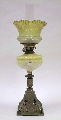 A Victorian brass banquet lamp raised on a pierced, tapering… - Lamps - Kerosene/Oil v