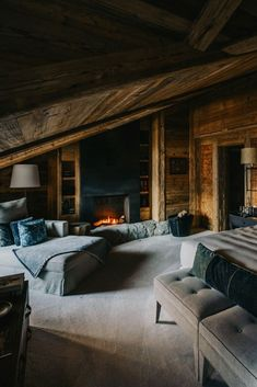 Our weekly dose of interior design wanderlust Design Hotel, Chalet Design, House Design, Rustic Master Bedroom, Master Bedroom Design, Home Bedroom, Cabin Homes, Log Homes, Mountain House Decor