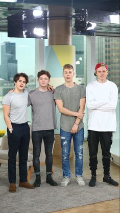 Brad is so short I luv it😍😍💗😂 Bradley Simpson, Brad The Vamps, Will Simpson, 1d And 5sos, Pierce The Veil, Good Looking Men, Guys And Girls, Handsome Boys, Celebrity Photos