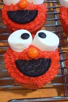Elmo cupcakes. Little boy birthday party.