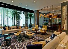 Sobreposição de tapetes – veja ambientes lindos com essa tendência!