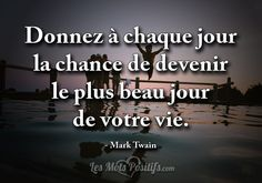 Donnez à chaque jour la chance de devenir le plus beau jour de votre vie. – Mark Twain. #citation #citationdujour #proverbe #quote #frenchquote #pensées #phrases Tao Te Ching, Mark Twain, Positive Attitude, Positive Vibes, Message Positif, Quote Citation, French Quotes, Live Love, Meaningful Quotes
