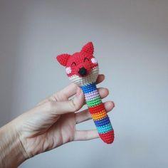 Вязаные игрушки погремушки крючком: схемы вязания, включая детали для разных животных. Автор схем вязаных игрушек - Crochetkot.