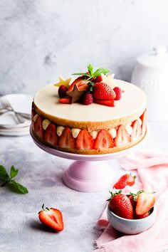 This stunning, elegant and delicious fraisier cake is made with light genoise sponge, vanilla and kirsch flavoured crème mousseline, and fresh strawberries. Beautiful French classic, ideal for any occasion! #fraisiercake #strawberrycake Sponge Cake Recipes, Best Cake Recipes, Banana Recipes, Cupcake Recipes, Cupcake Cakes, Cupcakes, Dessert Recipes, Easy Desserts, Delicious Desserts