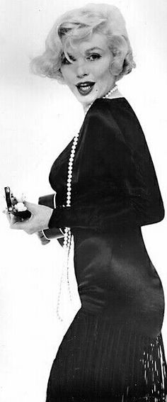 """Marilyn in a publicity photo for """"Some Like It Hot"""". Photo by Richard Avedon, 1959."""