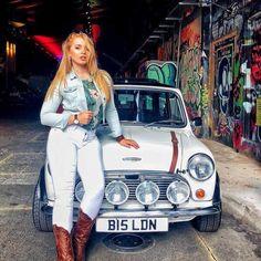 Mini Cooper Classic, Classic Mini, Classic Cars, Mini Morris, Mini Copper, Morris Minor, N Girls, Girl Photography Poses, Retro