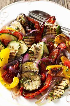 Mediterranean grilled vegetables with onion vinaigrette salad salad salad recipes grillen rezepte zum grillen Grilling Recipes, Vegetable Recipes, Meat Recipes, Salad Recipes, Healthy Recipes, Mediterranean Salad Recipe, Vegetable Drinks, Stuffed Sweet Peppers, Grilled Vegetables