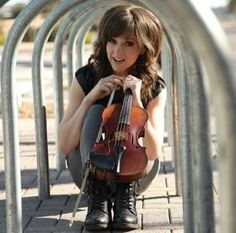 Lindsey Stirling!! Love her hair :)