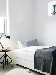 Soothing minimalist bedrooms for a simple life | Image via Strandwood House