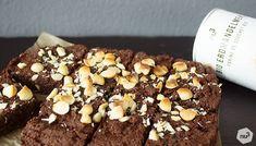 Brownie de patate douce  - Après le brownie aux courgettes et à l'aubergine, voici le nouvel ingrédient qui s'harmonise parfaitement avec le chocolat : la patate douce ! En effet le brownie de patate douce donne un résultant ultra fondant et moelleux qui n'est pas pour nous déplaire ! La patate douce relève le