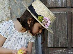 Canotier niña #Sisters #minisisters www.sisterstocados.com #complementos #modaceremonia #modaniña #littlefashionistascloset #trendychildren #ceremony #ministyle