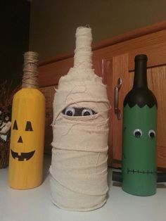 Cheap DIY Dollar Store Halloween Decoration ideas to spook your guests - Hike n Dip This Halloween spooke your guests with a scary and spooky Halloween decoration for your home. Try these Cheap DIY Dollar Store Halloween Decoration ideas. Glass Bottle Crafts, Wine Bottle Art, Painted Wine Bottles, Diy Bottle, Decorate Wine Bottles, Crafts With Wine Bottles, Pop Bottles, Water Bottles, Dollar Store Halloween