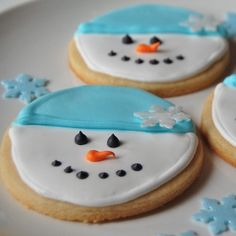 love that these can be made by decorating a simple round shaped cookie - Round Christmas Cookie Decorating Ideas