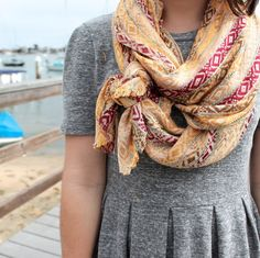 Photo: Cute way to tie a scarf. Categories: Women's Fashion Added: Tags: Cute,way,tie,scarf. Resolutions: Description: This photo is about Cute way to tie a scarf. Look Fashion, Fashion Beauty, Autumn Fashion, Womens Fashion, Fashion Tips, Mode Style, Style Me, Vetements Clothing, Winter Mode