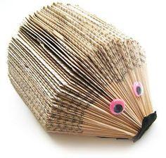 Heb je ergens een oud pocketboekje liggen dat je toch niet meer leest? Maak er dan een grappige egel van! Nieuwsgierig geworden hoe je dit doet? In deze kn