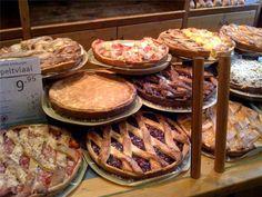 Oude bakkerij en graanmolen in Maastricht, de Bisschopsmolen. Proef hier de heerlijke Limburgers vlaai, de specialiteit van het zuiden.