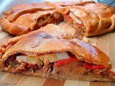 La historia de la empanada se remonta al siglo XII y es un plato típicamente gallego. Ya por aquel entonces, uno de los famosos escultores g...