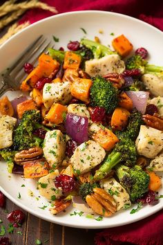 Easy dinners like so were made for busyweeknight meals! This Chicken, Broccoli and Sweet Potato Sheet Pan Dinner will quickly become a new fall fav! It's so easy to make, clean up is a breeze and your whole family will love it! And let me just add, serving it with a glass of good apple cider is a must (like the kind