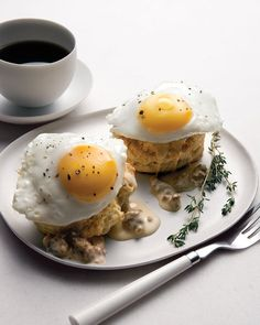 Southern Fried Eggs Over Buttermilk Biscuits with Sausage Gravy - Father's Day Ideas (brunch recipes / breakfast and lunch recipe) Best Egg Recipes, Brunch Recipes, Breakfast Recipes, Favorite Recipes, Delicious Recipes, Breakfast And Brunch, Country Breakfast, Birthday Breakfast, Breakfast Healthy