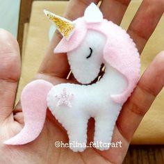 Felt Animal Patterns, Stuffed Animal Patterns, Felt Crafts Diy, Felt Diy, Fabric Toys, Felt Fabric, Unicorn Ornaments, Unicorn Crafts, Felt Decorations