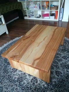 Deze massieve salontafel is gemaakt van Essen hout en afgewerkt met een lijnzaad olie. De poten zijn met een tand verbinding aan het blad verbonden. #houtbewerkingscursus #houtbewerking #houtbewerken http://www.houtbewerkingscursus.nl/