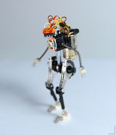 R³bots, Small Hand-Made Robots Built From Recycled Electronic Parts