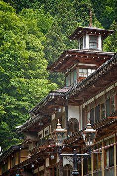 Ginzan Onsen Hot Springs, Yamagata, Japan 銀山温泉 Aesthetic Japan, Japanese Aesthetic, Kyoto, Japanese Architecture, Drawing Architecture, Aomori, Yamagata, Japanese Interior, Nagoya