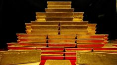 A pile of gold bars is seen in this picture illustration taken at the Czech National Bank in Prague January 31, 2011. REUTERS/Petr Josek (CZECH REPUBLIC - Tags: BUSINESS) - RTXXBTV
