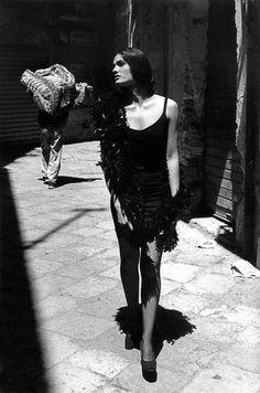Ferdinando Scianna   Altrove, Reportage di Moda Carmen Sammartin. Palermo, Italy. 1991. © Ferdinando Scianna   Magnum photos
