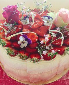 Har levererat årets första Maja Gräddnos med svenska jordgubbarhoppas du blir nöjd @akbriatore #sockermajas #gräddtårta #svenskajordgubbar #torslanda #hästevik