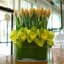 Centerpiece - tulips in the back, daffodils in the front... whatcha think?