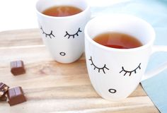 Coffee Cups, Tea Cups, Ceramic Cafe, Diy And Crafts, Arts And Crafts, Cute Mugs, Permanent Marker, Diy Clay, Mug Designs
