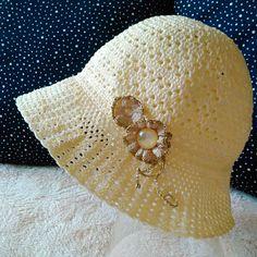 Dívčí klobouček smetanově vanilkový s mašlí /květy Crochet Hats, Knitting Hats
