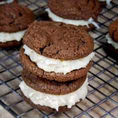 Chewy Chocolate Cookies with Coconut Candy Filling – If you like Almond Joy or Mounds candy bars you will love these sweet sandwiches. Two chewy chocolate cookies hug a scoop of coconut candy… Coconut Candy, Coconut Desserts, Coconut Recipes, Coconut Cream, Best Dessert Recipes, Easy Desserts, Cookie Recipes, Delicious Desserts, Chewy Chocolate Cookies