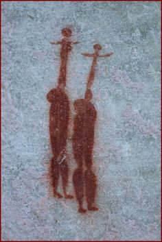 The Sevilla Rock Art trail, found along the spectacular Pakhuis pass road, consists of 10 sites of rock art paintings left behind by the San people of South Africa. Acrobats or sword swallowers? Religions Du Monde, Fresco, Art Doodle, Cave Drawings, Art Ancien, Tempera, Ancient Aliens, Ancient Artifacts, Native Art