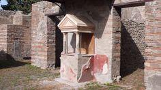 Lararium in the Casa delle Pareti Rosse, Pompeii