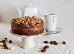 Bolo de Pascoa - Chocolate com amêndoas caramelizadas   Easter cake - Chocolate and crunchy almonds