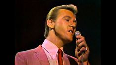 """Righteous Brothers - Unchained Melody [Live - Best Quality] a must to watch and listen """"The Voice"""" is young and fresh and this live performance is musical artistry at it's finest. In other words, """"he nailed it!"""" So happy you got to see them live! 60s Music, Music Love, Music Songs, Love Songs, Good Music, Music Videos, Roy Orbison, Bobby Hatfield, The Righteous Brothers"""