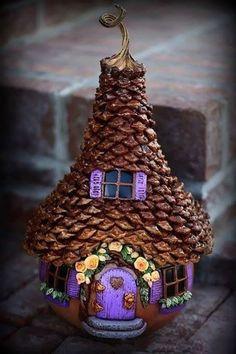 Изумительные сказочные домики из тыквы, полимерной глины и шишек