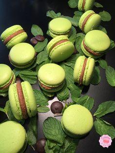 Macaron Packaging, Macaron Flavors, Macaron Cookies, Chocolate Lovers, Biscuits, Nutella, Sweet Recipes, Sweet Tooth, Ganache Macaron
