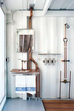 this is from Dwell. wardell sagan residence teak and steel sink exposed copper piping--This is an online copy of one of the articles that first got me interested in Shipping Container Architecture, after a brief experimental look, years ago. Industrial Bathroom Design, Industrial Interior Design, Industrial Interiors, Industrial Style, Copper Bathroom, Industrial Apartment, Industrial Pipe, Industrial Bookshelf, Industrial Living