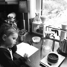 Selskap på kjøkkenet #home #inspo #coffee http://ift.tt/20b7VYo